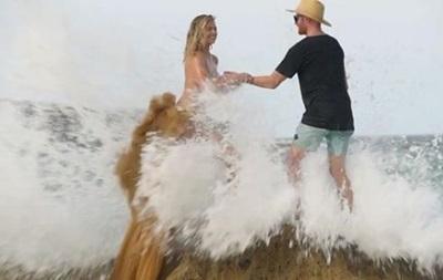 Модель Кейт Аптон  змило  в море під час фотосесії