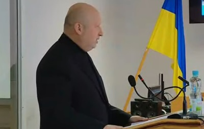 В суде по Януковичу допрашивают Турчинова