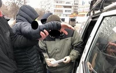 В Запорожье полицейского задержали во время получения взятки
