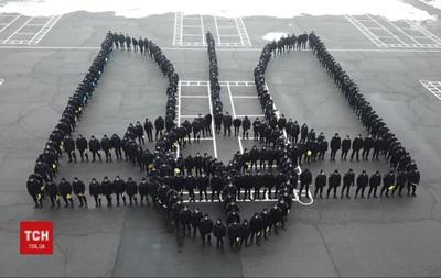 В Днепре курсанты устроили флешмоб ко Дню герба