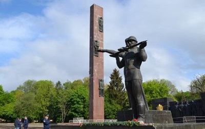 У Львові хочуть знести стелу Монумента слави