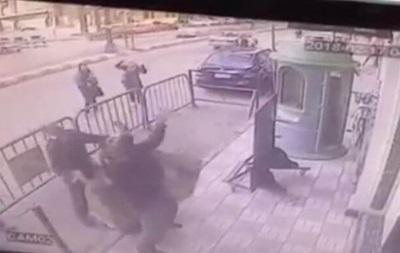 Коп впіймав дитину, яка впала з третього поверху