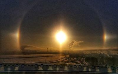 В небе над Петербургом взошло  три солнца