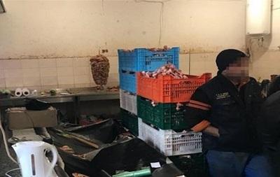 В Киеве нашли подпольный мясной цех с нелегалами