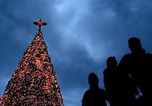 В Эстонии упала главная рождественская елка