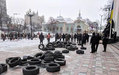 МВС: Біля Ради постраждали 13 поліцейських