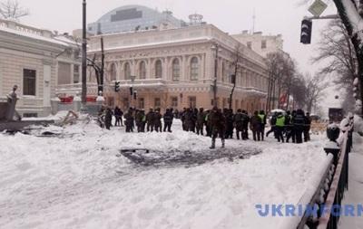 Протестувальники під Радою заблокували рух транспорту