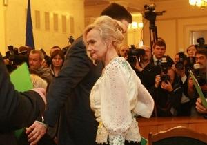 Новости Украины - Ирина Фарион: Львовский суд обязал местную газету опровергнуть информацию о  неукраинском  имени дочери Фарион