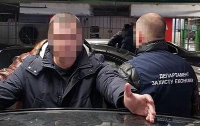 В Киеве при получении 160 тыс. грн взятки задержан чиновник