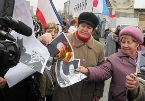 В Симферополе сожгли портреты Хрущева