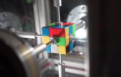 Робот зібрав кубик Рубіка з новим рекордом