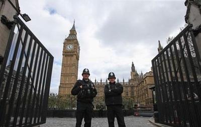 У парламенті Британії через підозрілий пакет госпіталізували двох