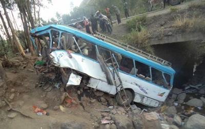 В Ефіопії автобус звалився з обриву: майже 40 загиблих