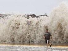 На побережье Техаса обрушились 6-метровые волны