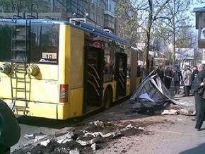 В центре Киева троллейбус переехал человека на тротуаре