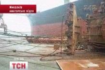 Три человека пострадали во время падения портового крана в Николаеве