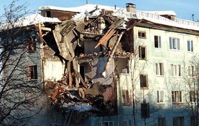 У РФ завалилися чотири поверхи житлового будинку, є жертви