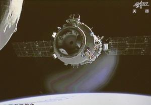 Китайские тайконавты вручную пристыковались к орбитальному модулю