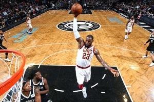 Прохід і нищівний данк Джеймса - момент дня в НБА