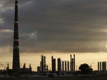 Нефть поставила рекорд после падения доллара