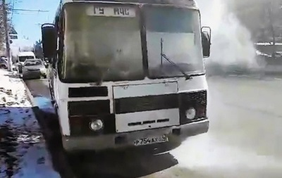 В РФ загорелся автобус с журналистами, ехавшими проверять безопасность ТЦ