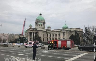 У Сербії чоловік погрожував підірвати себе біля парламенту