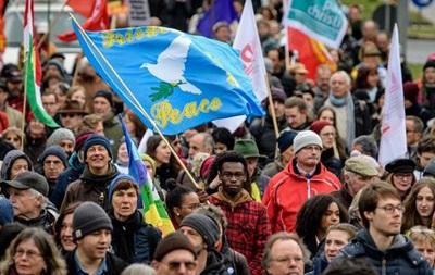 Тисячі німців вийшли на мітинг проти воєн у світі