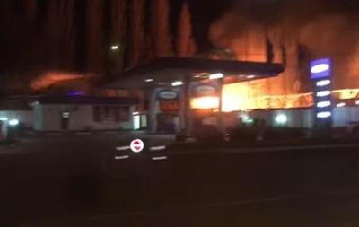 В Одесі загорілися склади біля АЗС