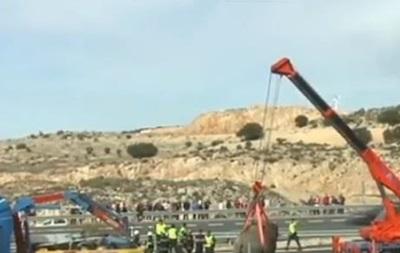 В Испании перевернулся грузовик со слонами
