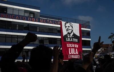 Экс-президент Бразилии не явился добровольно в полицию для ареста