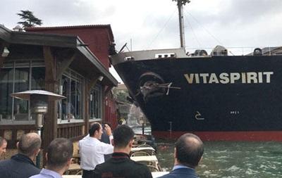 У Стамбулі танкер врізався в історичний особняк