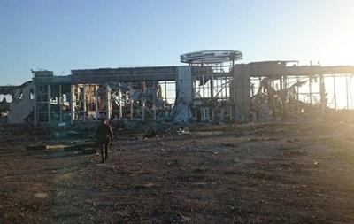 Сепаратисты скопили 40 единиц бронетехники в аэропорту Луганска - штаб