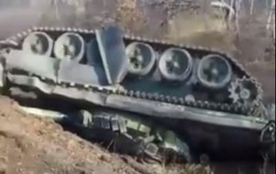 У РФ на  цивільній  дорозі перекинувся танк