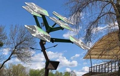 В Киеве установили первое в Украине smart-дерево