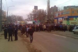 В Харькове рабочие одного из заводов перекрыли дорогу из-за невыплаты зарплаты