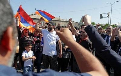 Протести у Вірменії: активісти паралізували рух поїздів