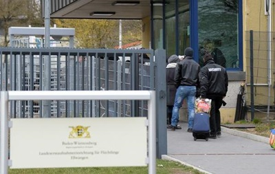В Германии 150 беженцев напали на полицейских