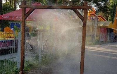 В Киеве из-за аномальной жары начали устанавливать охлаждающие рамки
