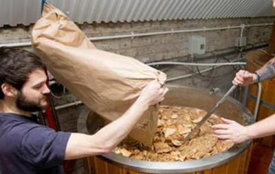 В Британии научились варить пиво из объедков