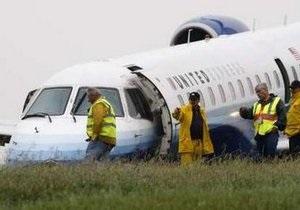 В аэропорту Оттавы пассажирский самолет выкатился за пределы взлетной полосы