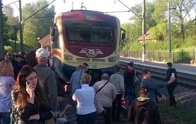 Под Львовом пассажиры перекрыли железную дорогу