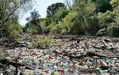 Украинский мусор перекрыл реку в Словакии - экологи