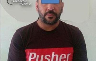 В Італії затримали чоловіка з наркотиками у футболці  Наркодилер