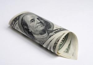 Гривна открыла неделю уверенным наступлением на межбанковский доллар