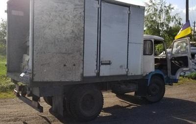 Силовики під обстрілами вилучили контрабандні сигарети на Донбасі