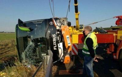 В Италии перевернулся автобус: 26 пострадавших