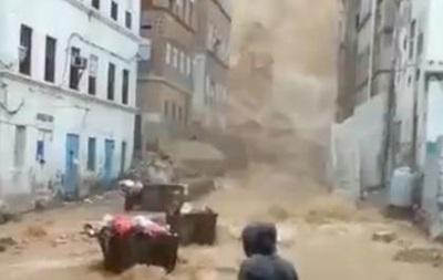 В Омані та Ємені від циклону загинули 13 осіб