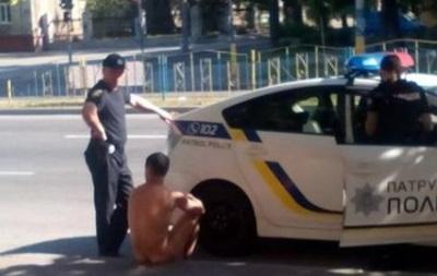 В центре Запорожья задержали голого мужчину