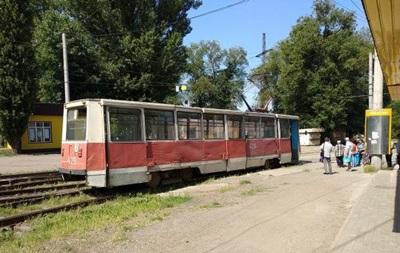 В Кривом Роге сошел с рельсов трамвай