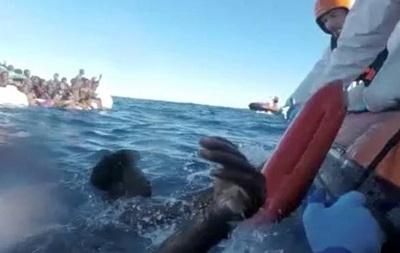 В Средиземном море погибли более 40 беженцев